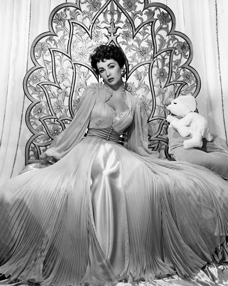 konfigurieren des Kunstdrucks in Wunschgröße Elizabeth Taylor 1951 Glamour Shoot von Unknown