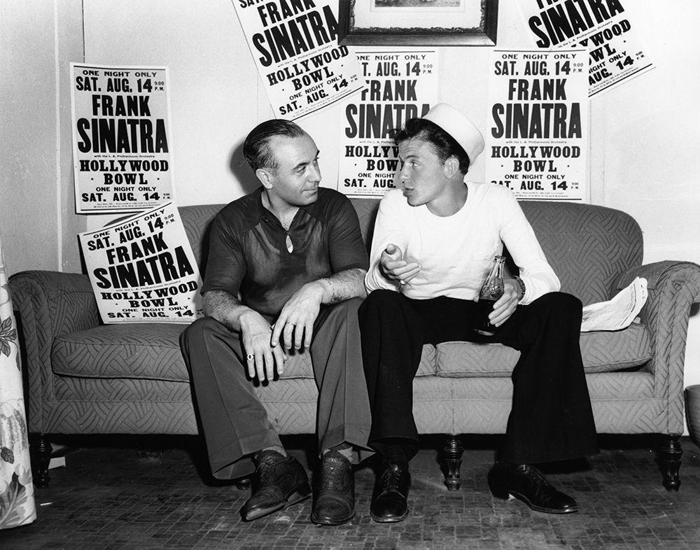 konfigurieren des Kunstdrucks in Wunschgröße Frank Sinatra Aug. 14, 1943 At the Hollywood Bowl von Unknown