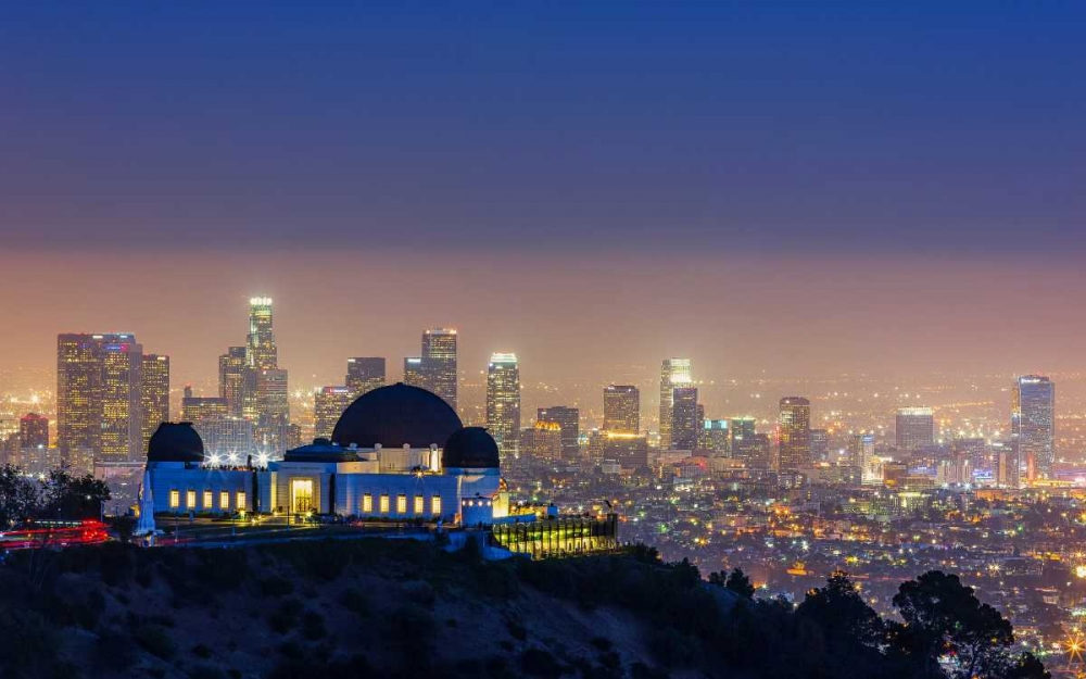 konfigurieren des Kunstdrucks in Wunschgröße L.A. Skyline with Griffith Observatory von Toby Harriman Visuals