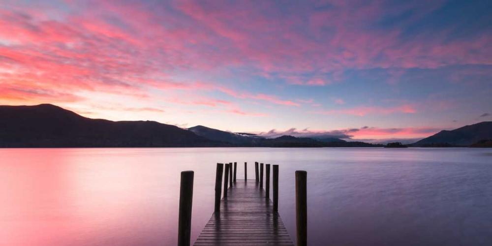 konfigurieren des Kunstdrucks in Wunschgröße Twilight on lake, UK von Anonymous