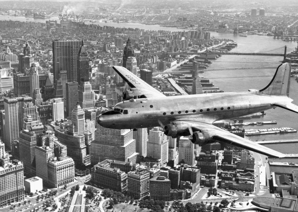 konfigurieren des Kunstdrucks in Wunschgröße Flying over Manhattan, NYC von Anonymous