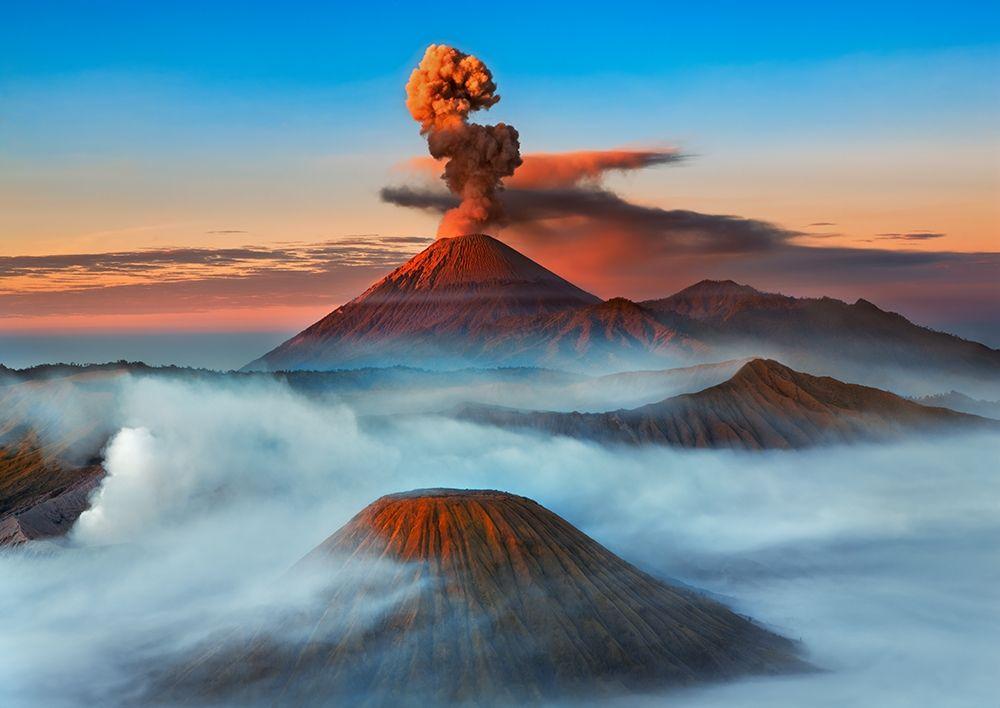 konfigurieren des Kunstdrucks in Wunschgröße Semeru- Bromo- Batok Volcanoes- Java- Indonesia von Krahmer, Frank