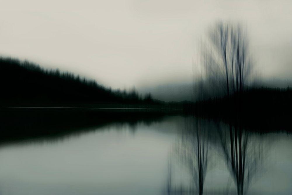 konfigurieren des Kunstdrucks in Wunschgröße Lake at Dawn von Clark, Madeline