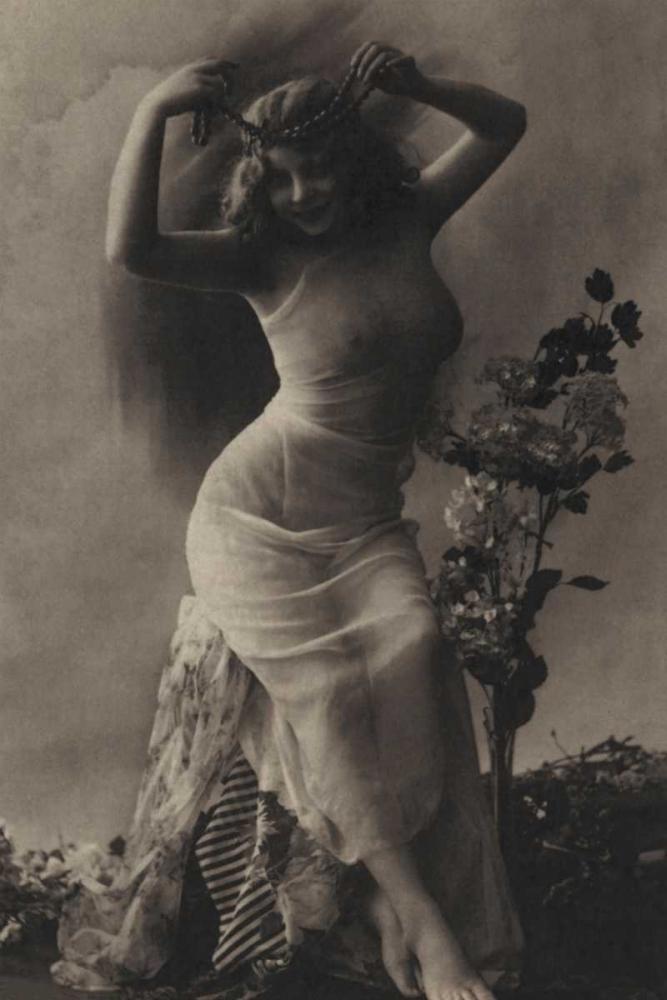 konfigurieren des Kunstdrucks in Wunschgröße The Pearl Diadem von Vintage Nudes