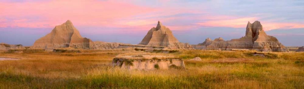 konfigurieren des Kunstdrucks in Wunschgröße Landscape showing erosional features in sandstone amid grassland, Badlands National Park, South Dako von Fitzharris, Tim