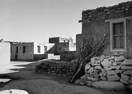 konfigurieren des Kunstdrucks in Wunschgröße Street and Houses - Acoma Pueblo, New Mexico - National Parks and Monuments, ca. 1933-1942 von Adams, Ansel
