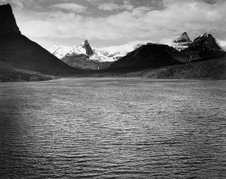 konfigurieren des Kunstdrucks in Wunschgröße St. Marys Lake, Glacier National Park, Montana - National Parks and Monuments, 1941 von Adams, Ansel