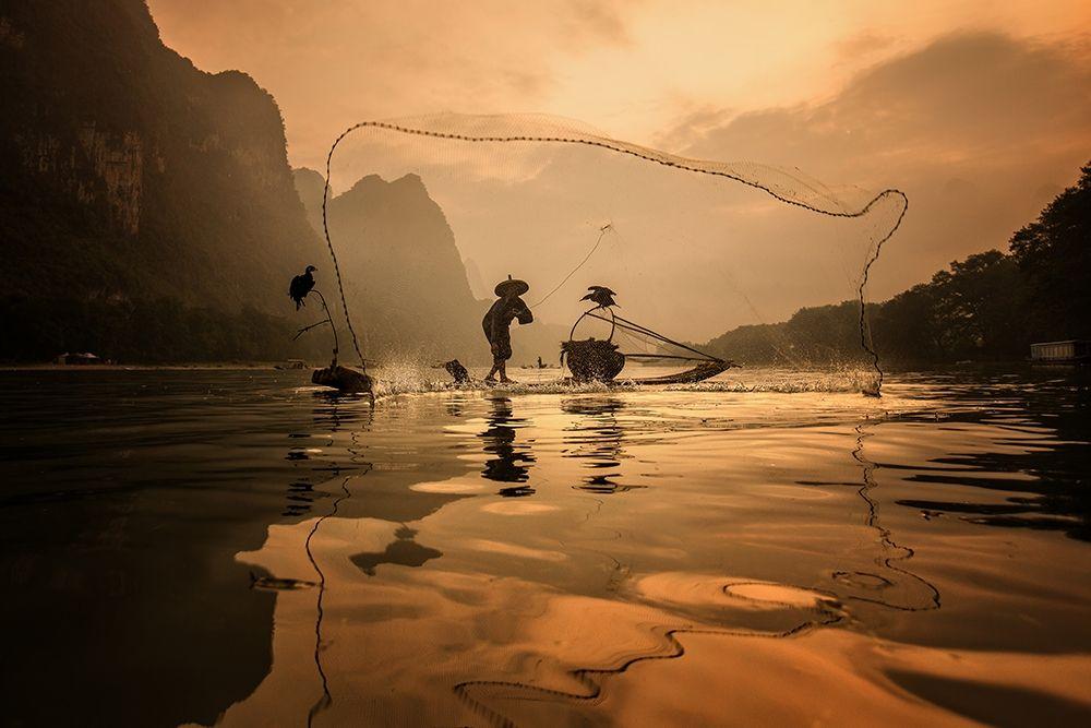 konfigurieren des Kunstdrucks in Wunschgröße Spread The Fish Nets von Song, Gunarto
